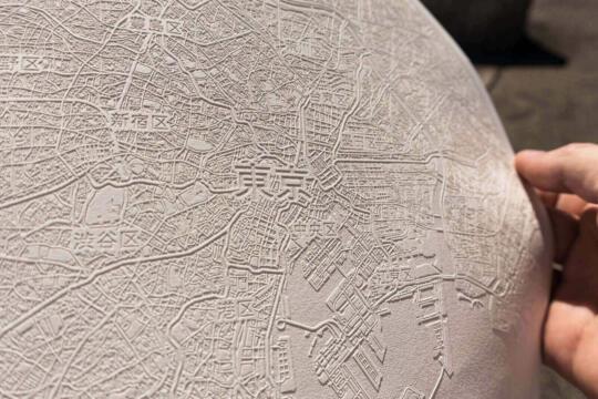 Detail der laser gravierten Papier Karte von Tokio in Japan. Von Robin Hanhart