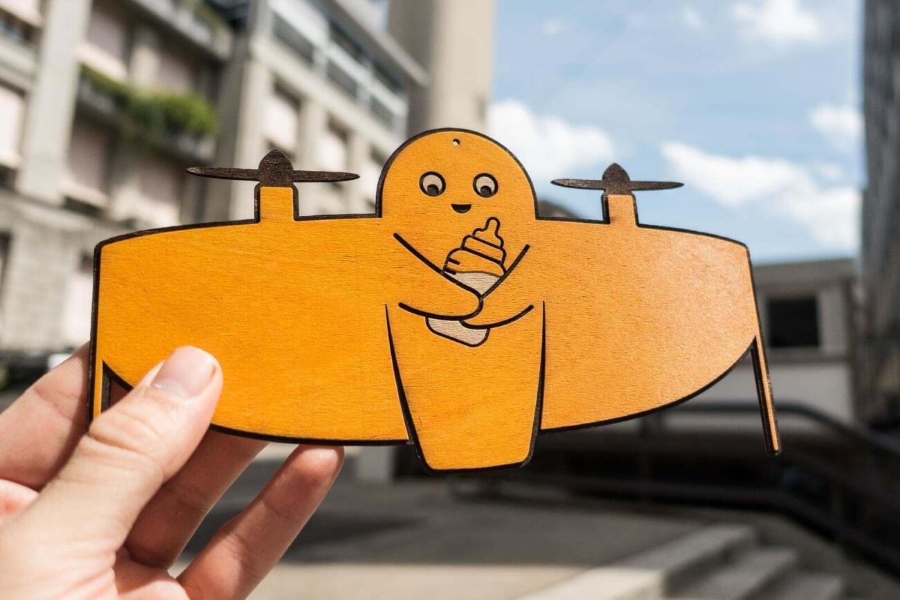 Vitoli - Eine freundliche Drone - Gelbe Version mit Milkflasche