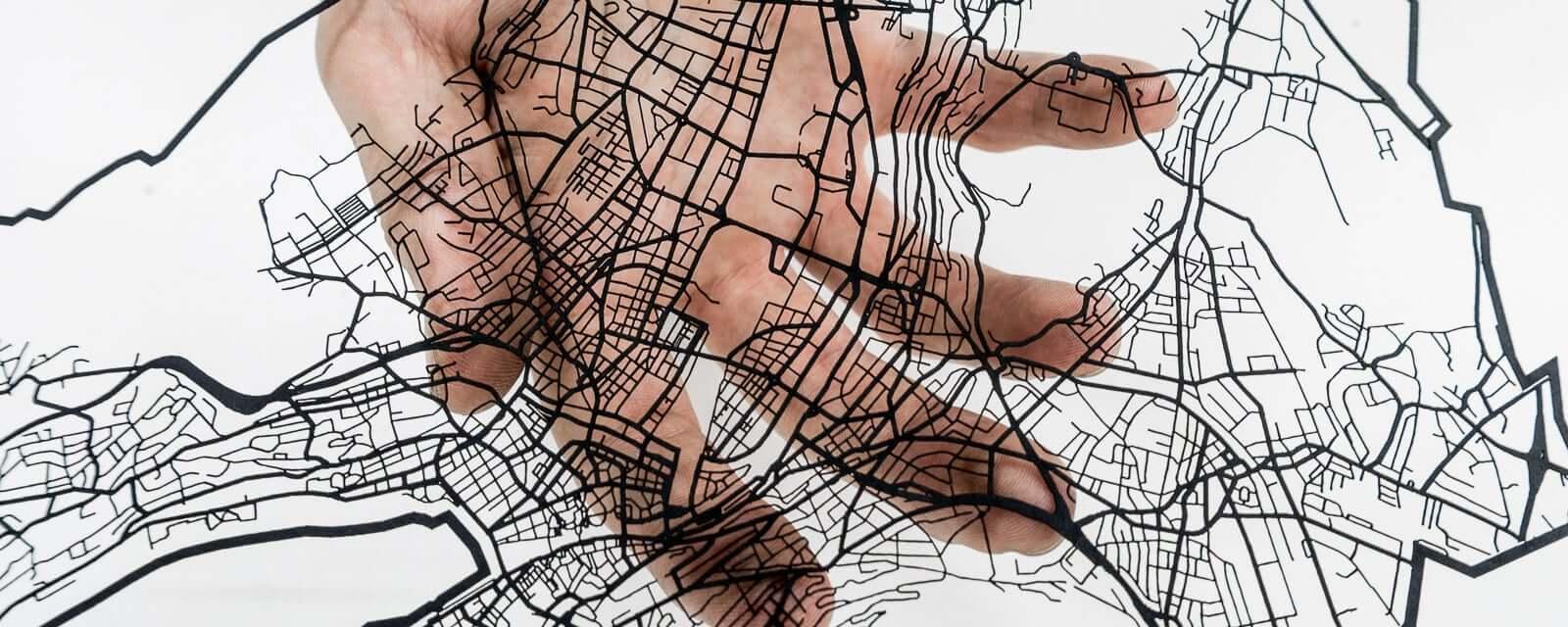 Das Strassennetz von Zürich, laser geschnitten aus schwarzem Papier